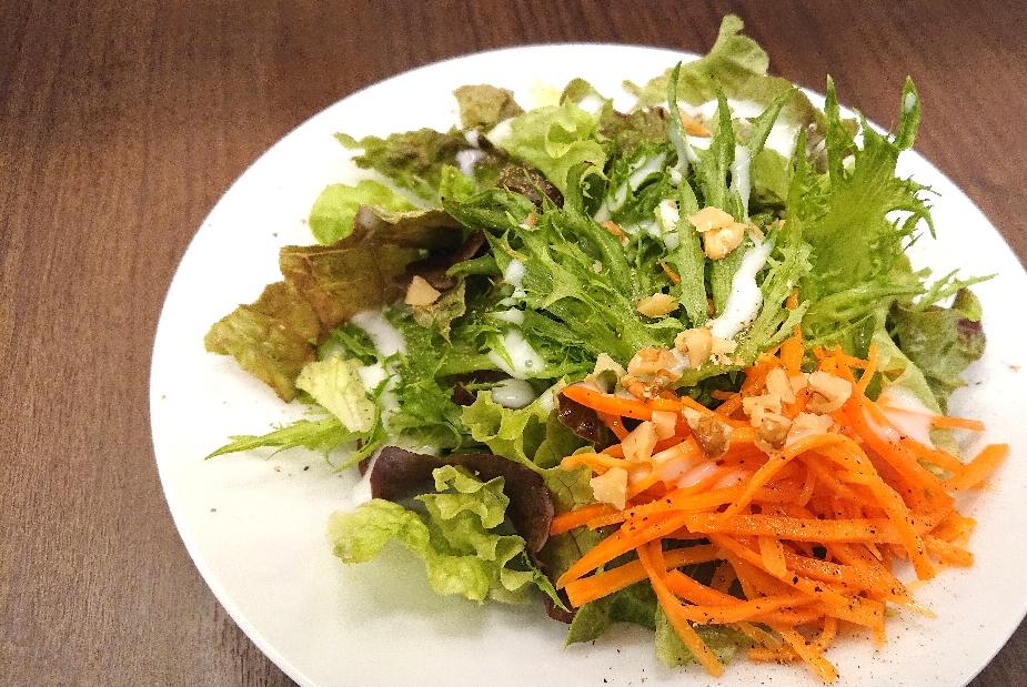 キャロットラペとクルミのサラダ