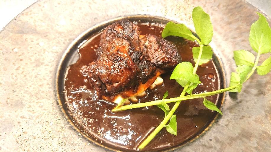 ディナーメニュー・牛ホホ肉の赤ワイン煮込み1¥1,280税別