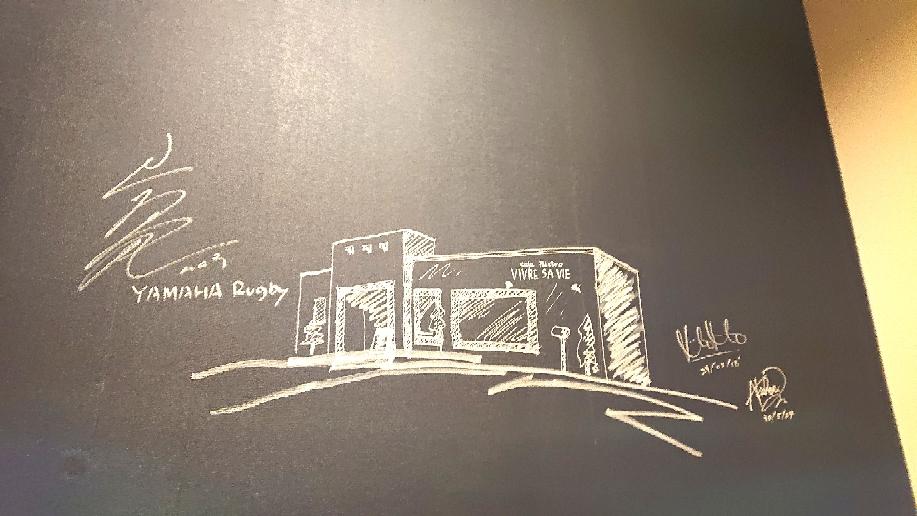 店奥の壁のサインです😌💓