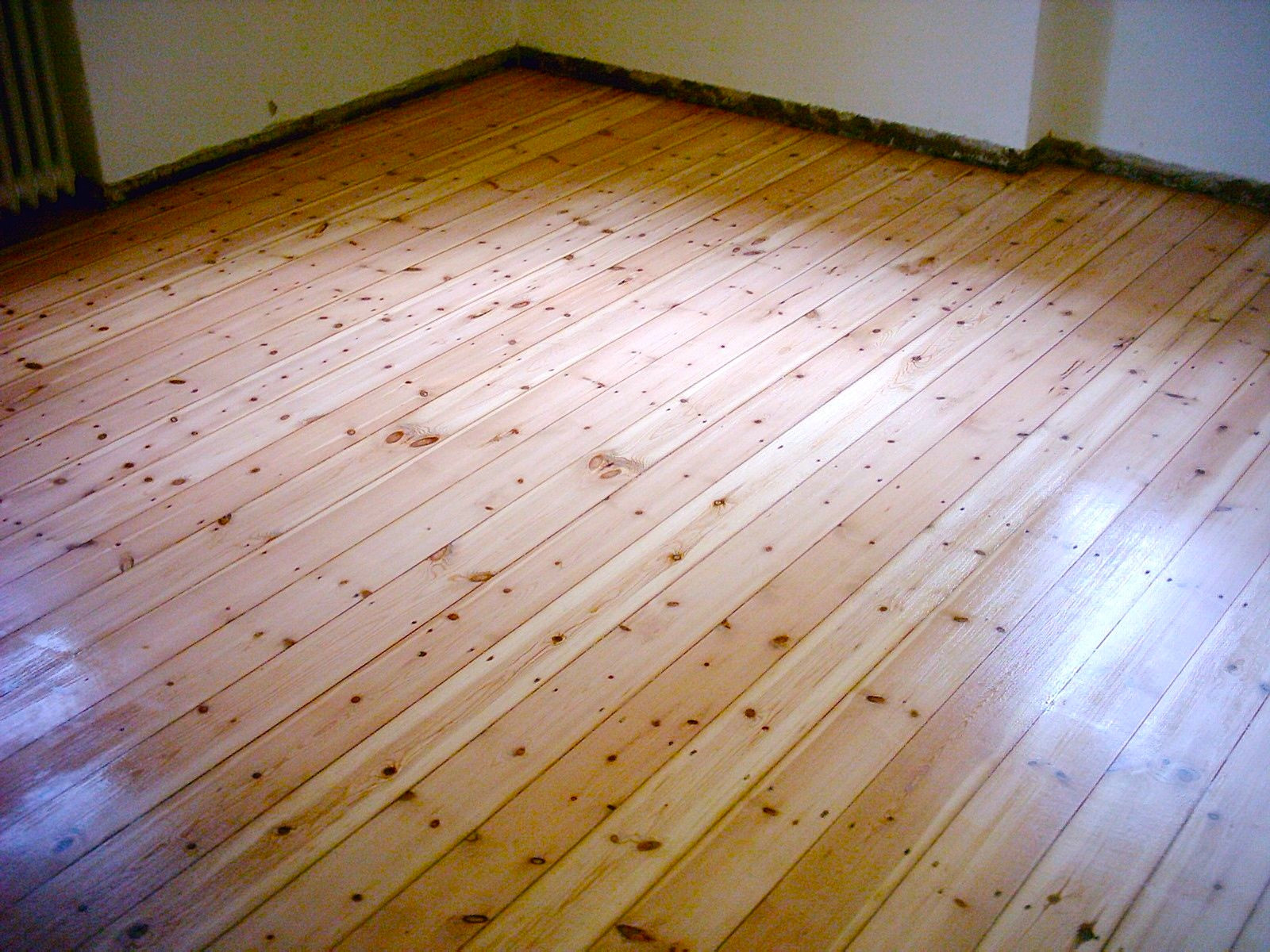 Sanding floorboards, acryl waterbased paint, satin