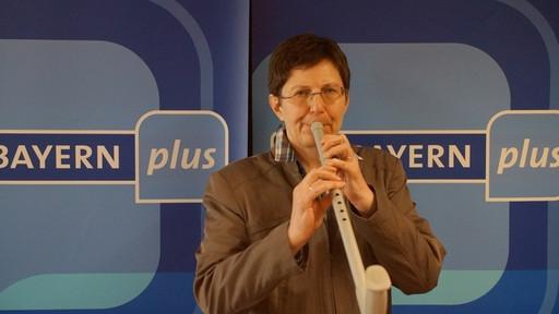 """Bayerischer Rundfunk - Liveaufnahme """"Krückenkonzert"""" - Maria Boßle zu Gast bei Evi Strehl (Bild BR)"""