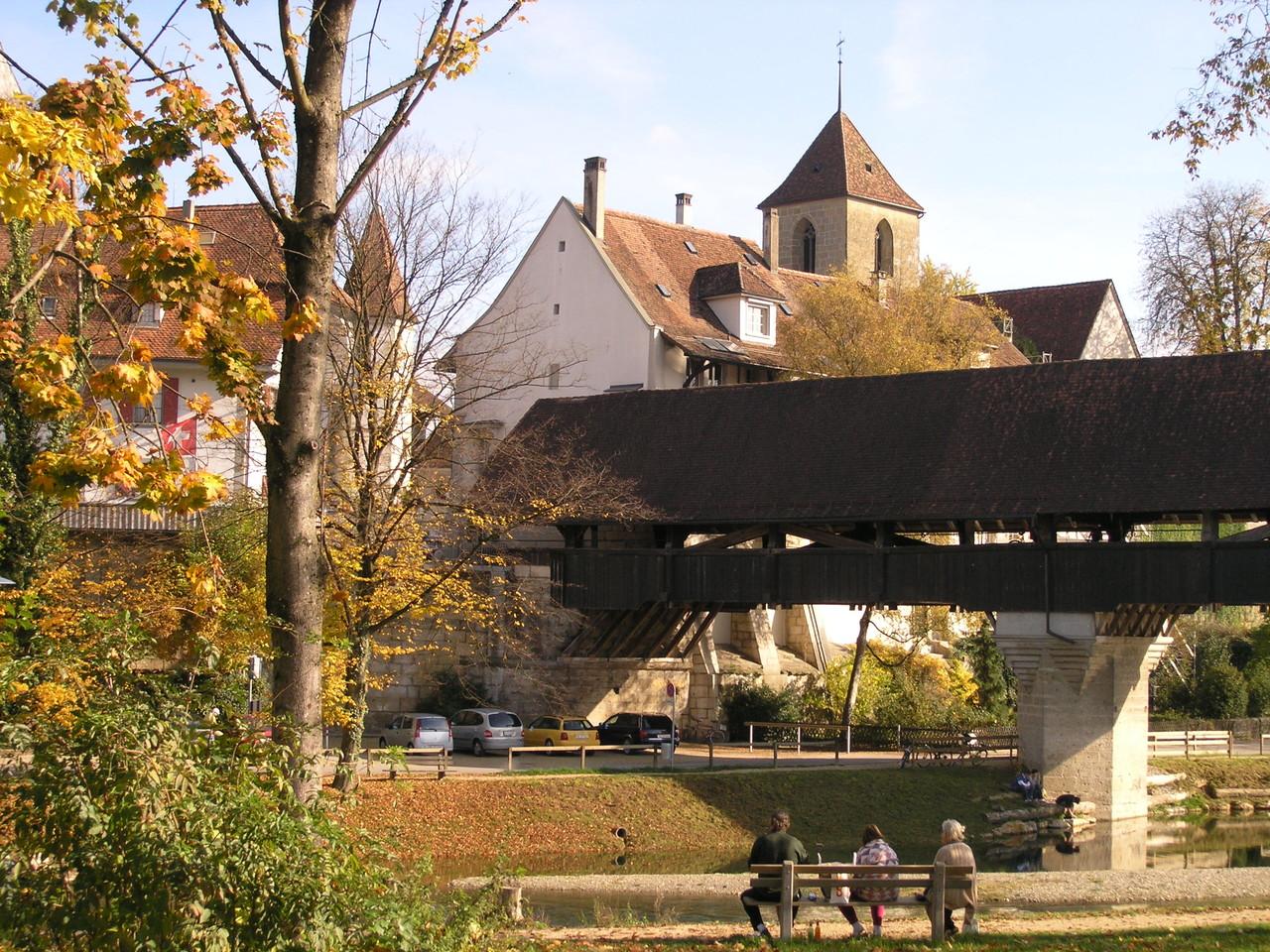 kirche und holzbrücke aarberg