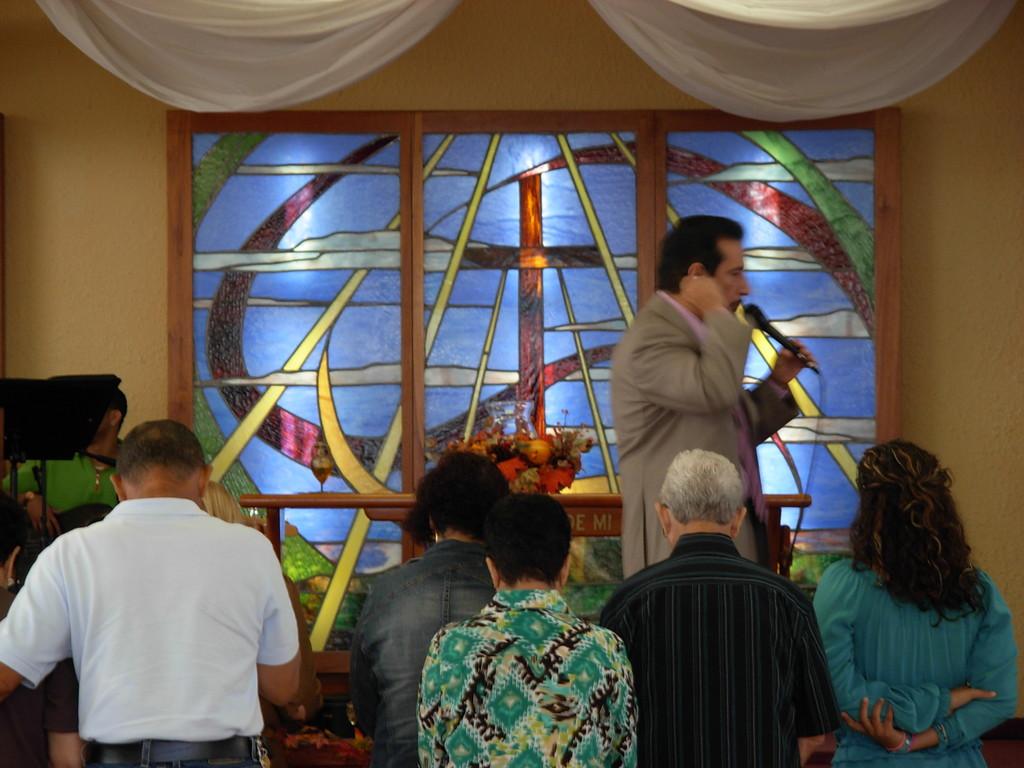 Momentos de oración y ministración.