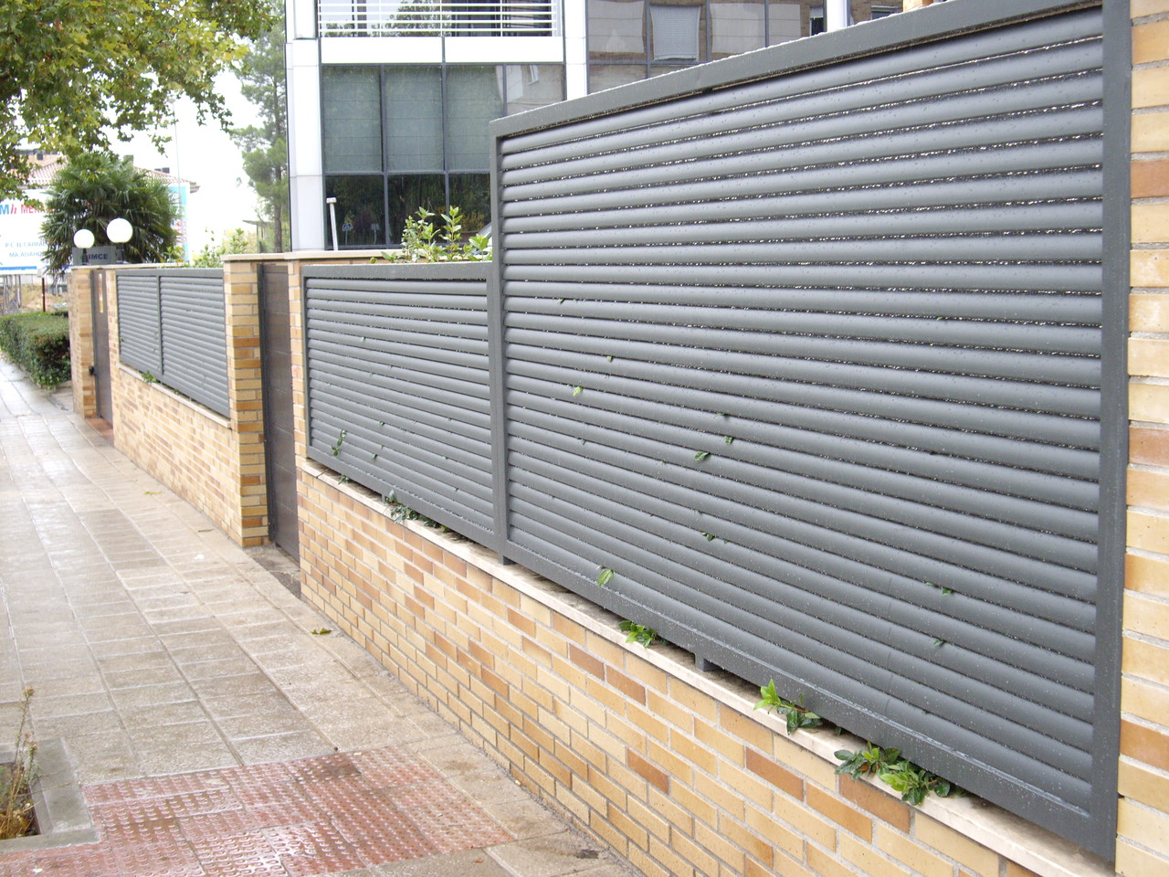 Cerramientos perimetrales ceplyme cerrajeria for Puertas para cerramientos