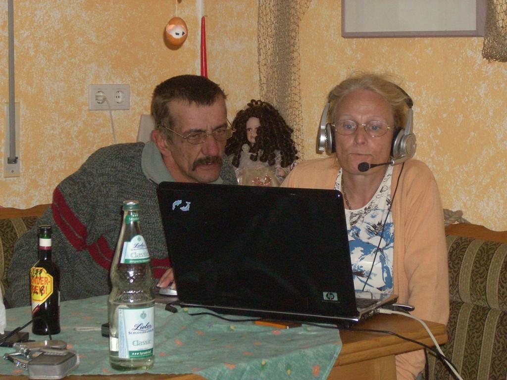 Dieter und Linde am lappy