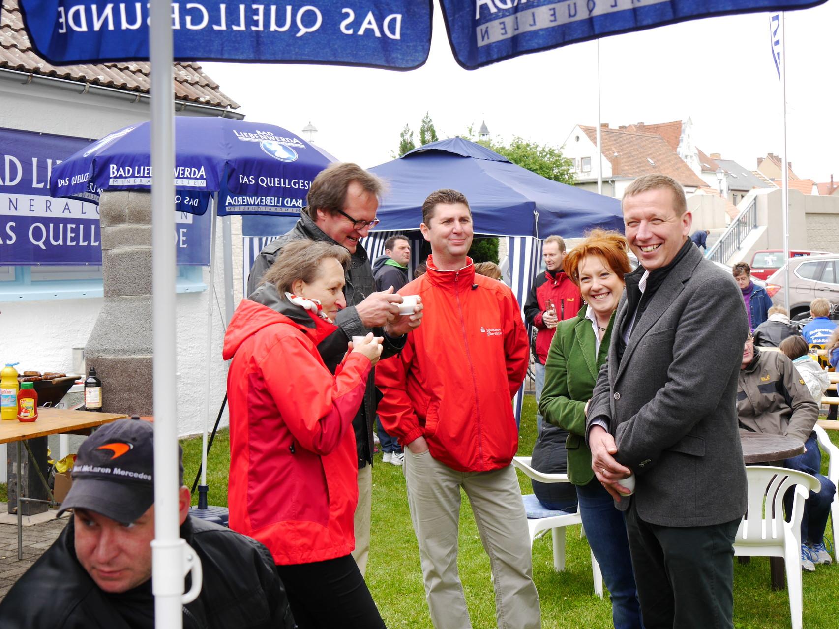 Unsere Gäste der Sparkasse Elbe-Elster sowie Frau Heinrich und Herr Heinrich-Jaschinski haben Freude am Rudersport.