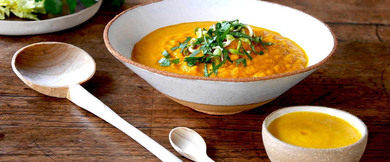 Soupe crue de carotte, céleri et graines germées
