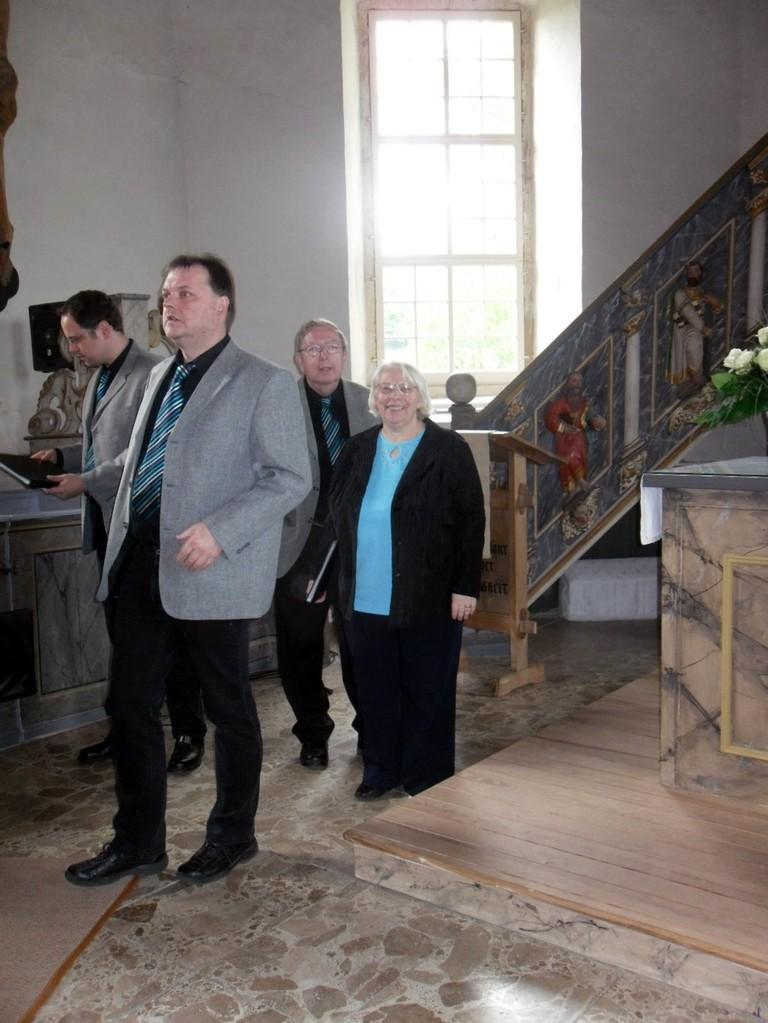 Helga, Ludwig, Roman und Thomas nehmen langsam Aufstellung