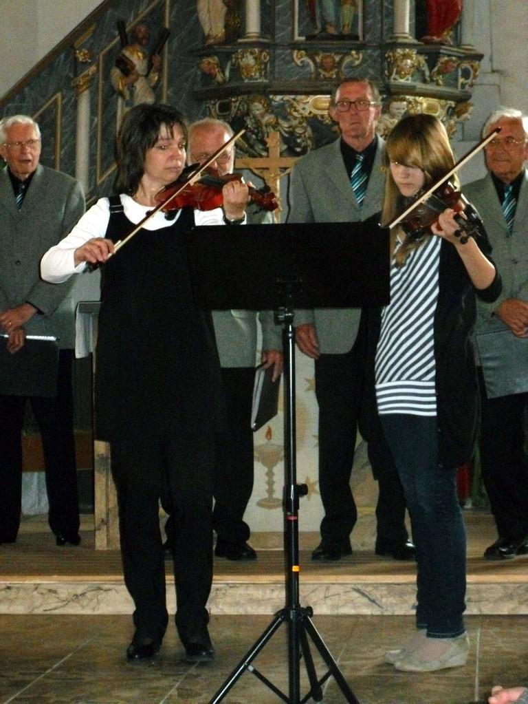 """Annelie und Katrin mit dem """"Tanz der Bauern"""" aus den """"Vier Jahreszeiten"""" v. Antonio Vivaldi"""