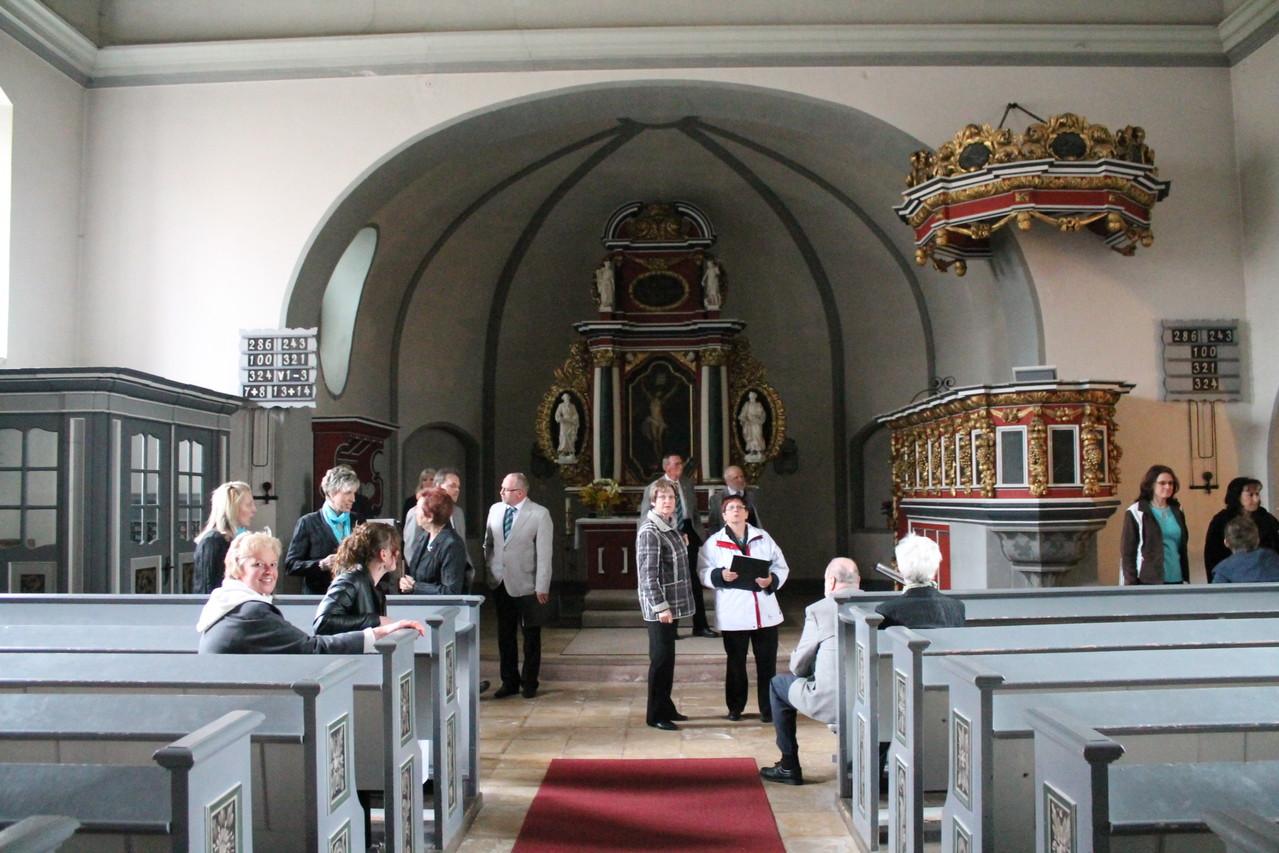In der schönen Tabarzer Kirche finden wir uns langsam ein