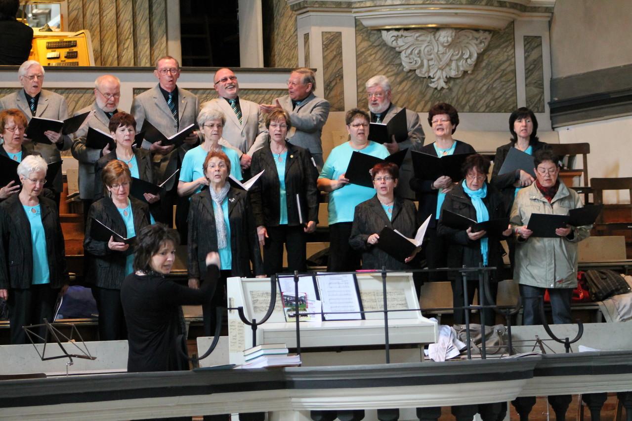 Soundcheck- das Gesicht der Chorleiterin spricht für sich.. völlig grundlos-                               alles hat super geklappt !