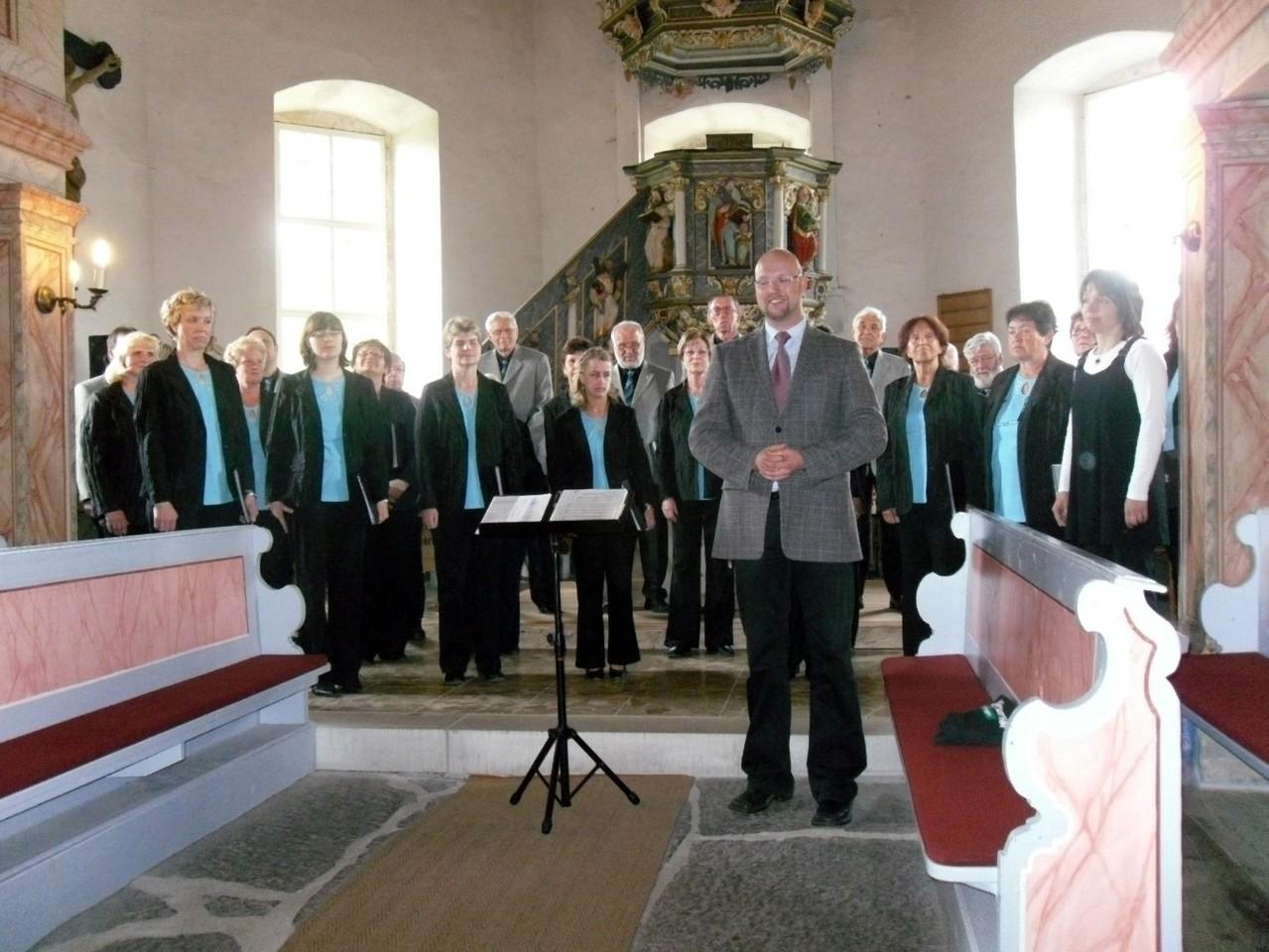 Pfarrer Reinhardt übernimmt die Begrüßung der Gäste...