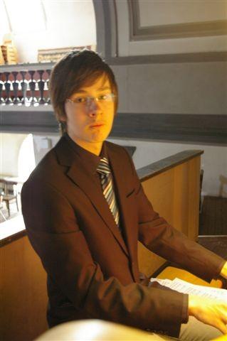 Unser Meister an der 60 Register Bach-Orgel- GEORG - Hast Du Klasse gemacht !