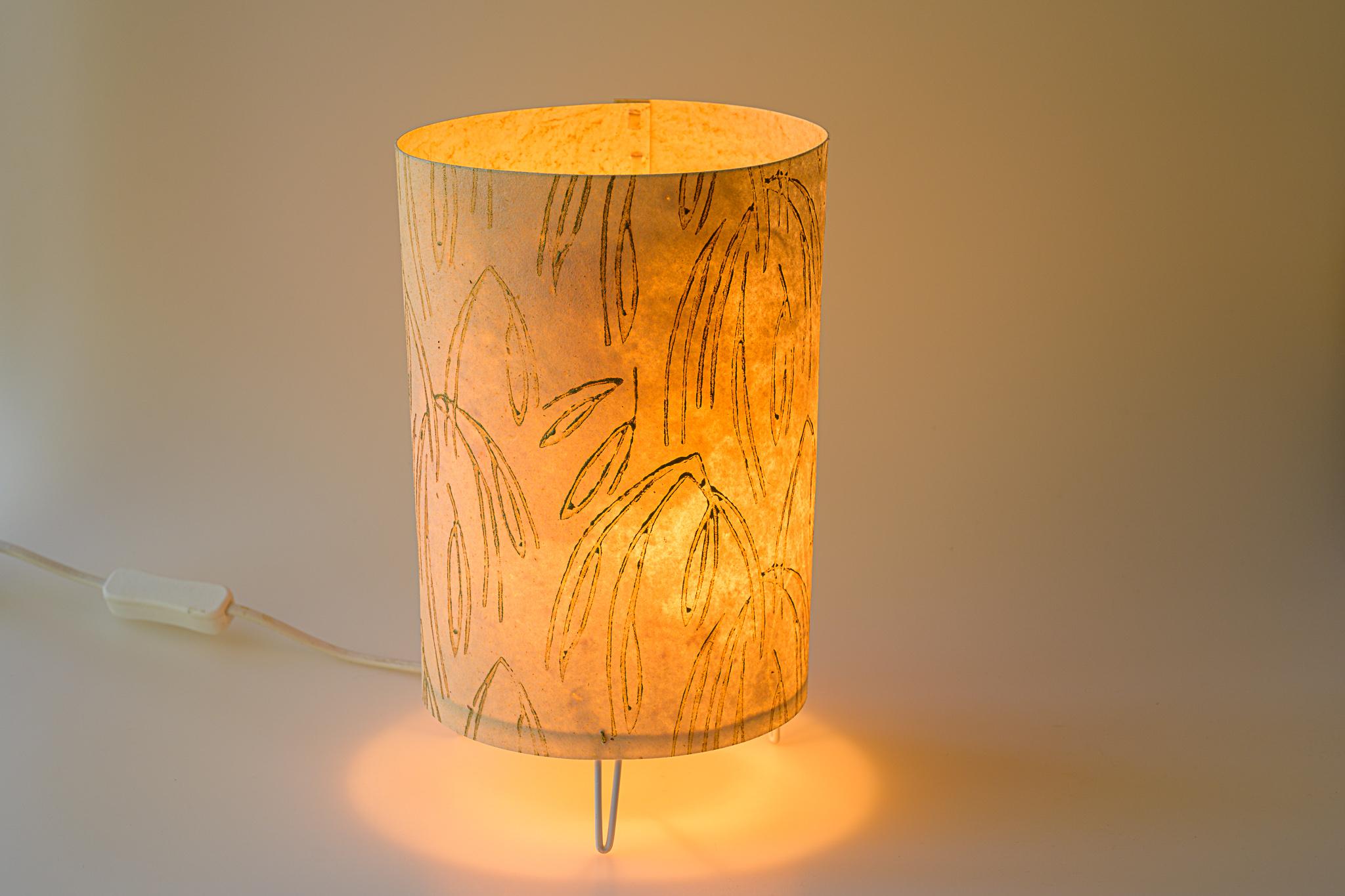 Tischlampe aus Rindspergament mit Musterrolle bemalt Euro 120.-