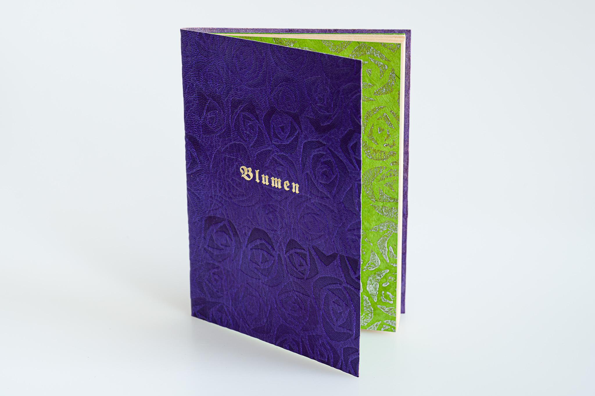 Blumen, Gedichte, illustriert von J.L. Gampp, flexibler Lederband aus Oasenziege, bedruckt, Goldtitel, Euro 350.-