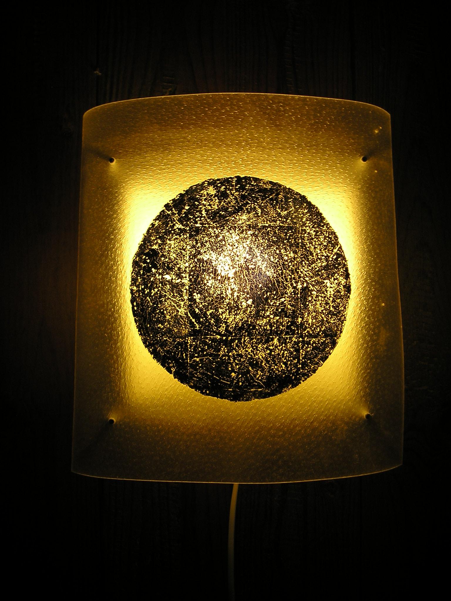 Wandlampe Schweinspergament mit Blattgold verk.