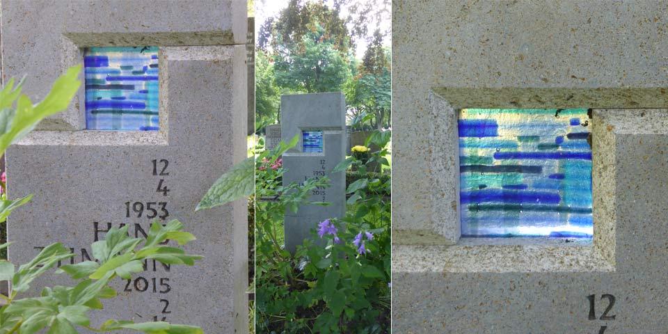 Grabstein mit Glasquadrat