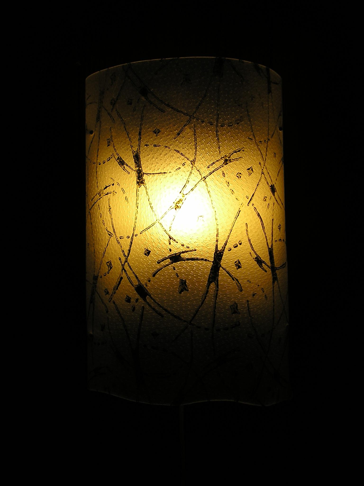 Wandlampe Schweinspergament mit Musterrolle bemalt verk.