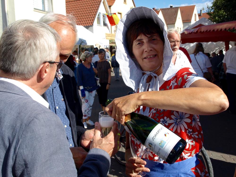 Le Champagne servi sur le stand du Freundschaftskreis