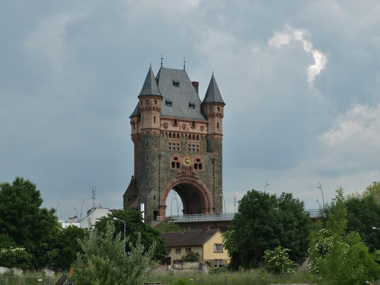 Le pont sur le Rhin.
