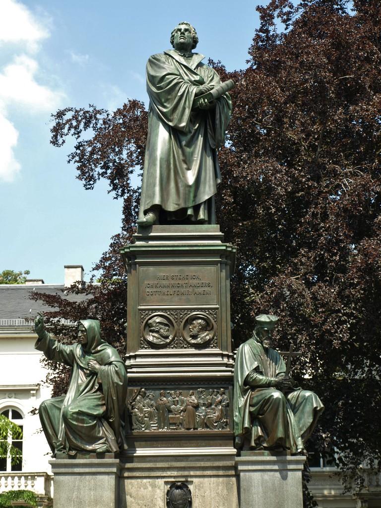 La statue de Luther.
