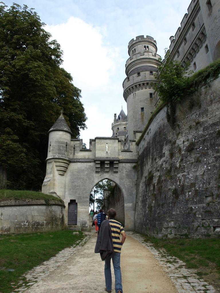 Vers le château