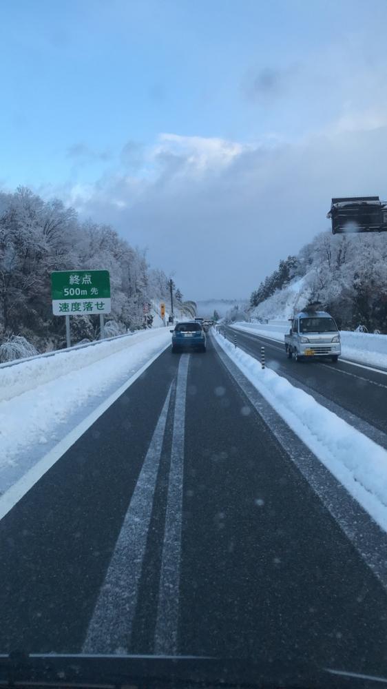 道路わきには雪が残る