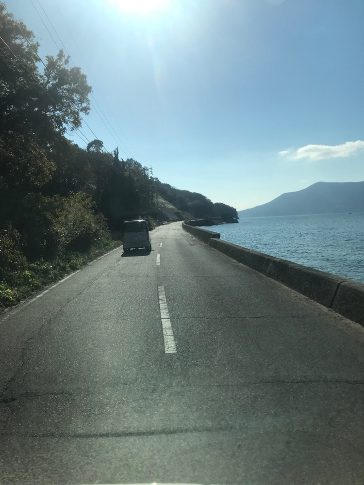 周防大島の海沿いの道