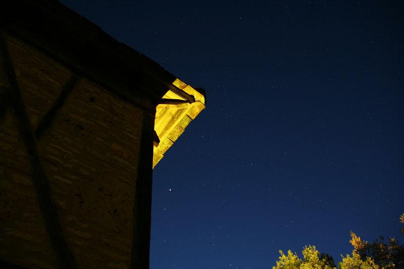 Le pigeonnier sous le ciel étoilé