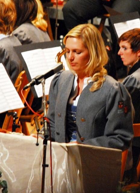 Souverän Melanie Pahn führt die 550 Gäste gekonnt und kurzweilig durchs Programm