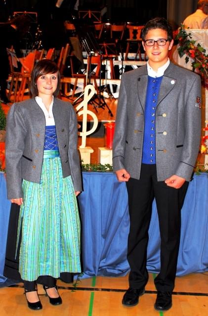 Die neuen Uniformen des MV RG werden präsentiert von Bettina Fluhr und Jochen Hörmann