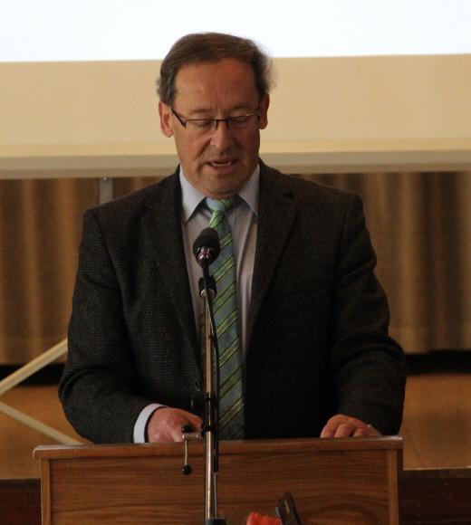 Vorstand Rudi Heilig begrüßt die anwesenden Mitglieder