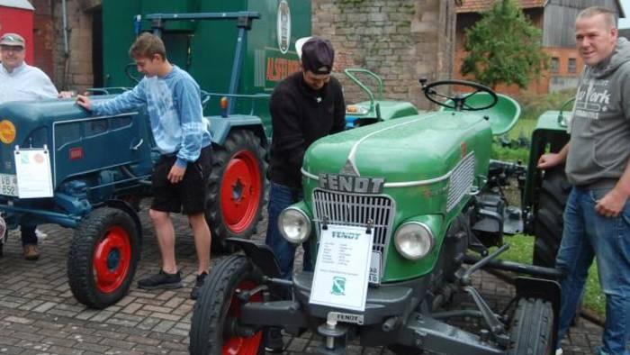 Ein alter Lanz und ein alter Fendt waren Bestandteil der Traktoren-Ausstellung.