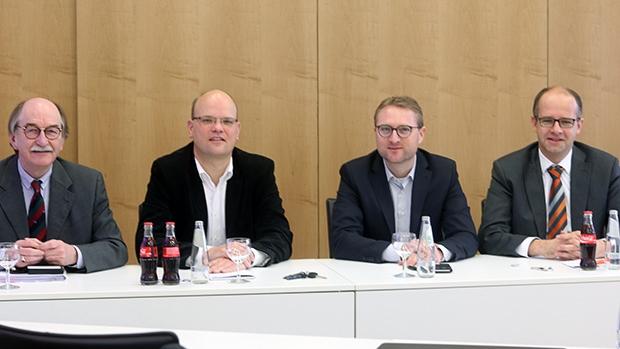 Hatten gemeinsam in die Kreisverwaltung eingeladen (v.l.): Lauterbachs Bürgermeister Rainer-Hans Vollmöller, Wartenbergs Bürgermeister Dr. Olaf Dahlmann, Erster Kreisbeigeordneter Dr. Jens Mischak und MdB Michael Brand.