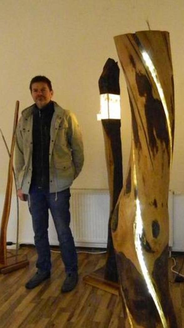 Michael Lippert fertigt Möbelobjekte und setzt diese mit Licht gekonnt in Szene.