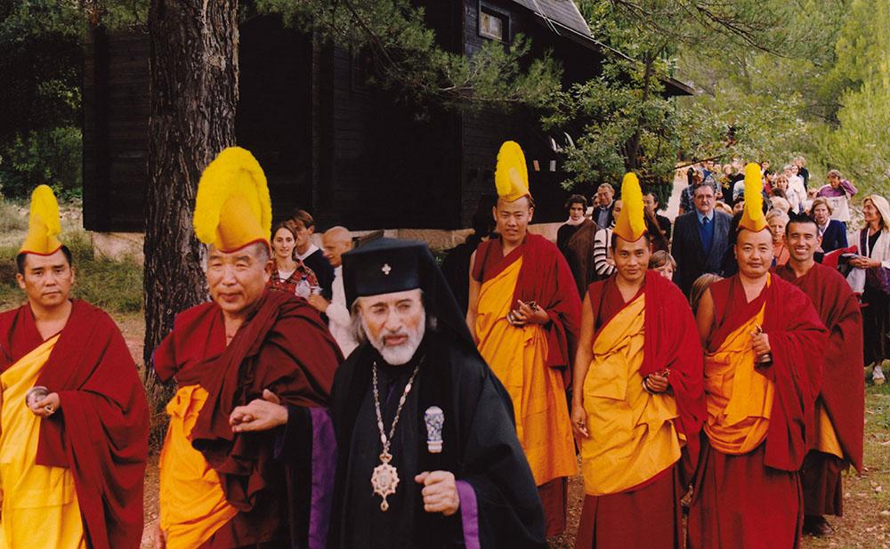 7 - ENRACINEMENT ET OUVERTURE - +Mgr Vigile et le Lama Lobsang Dordjé Rimpoché à Saint-Michel du Var - 1999.