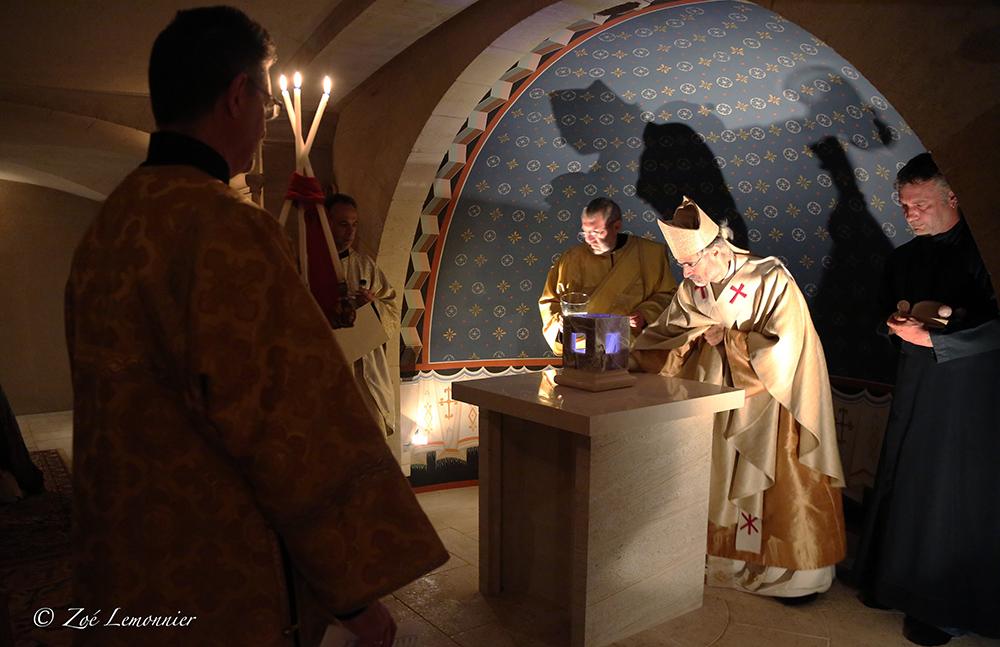 Dépose des saintes reliques de la sainte.