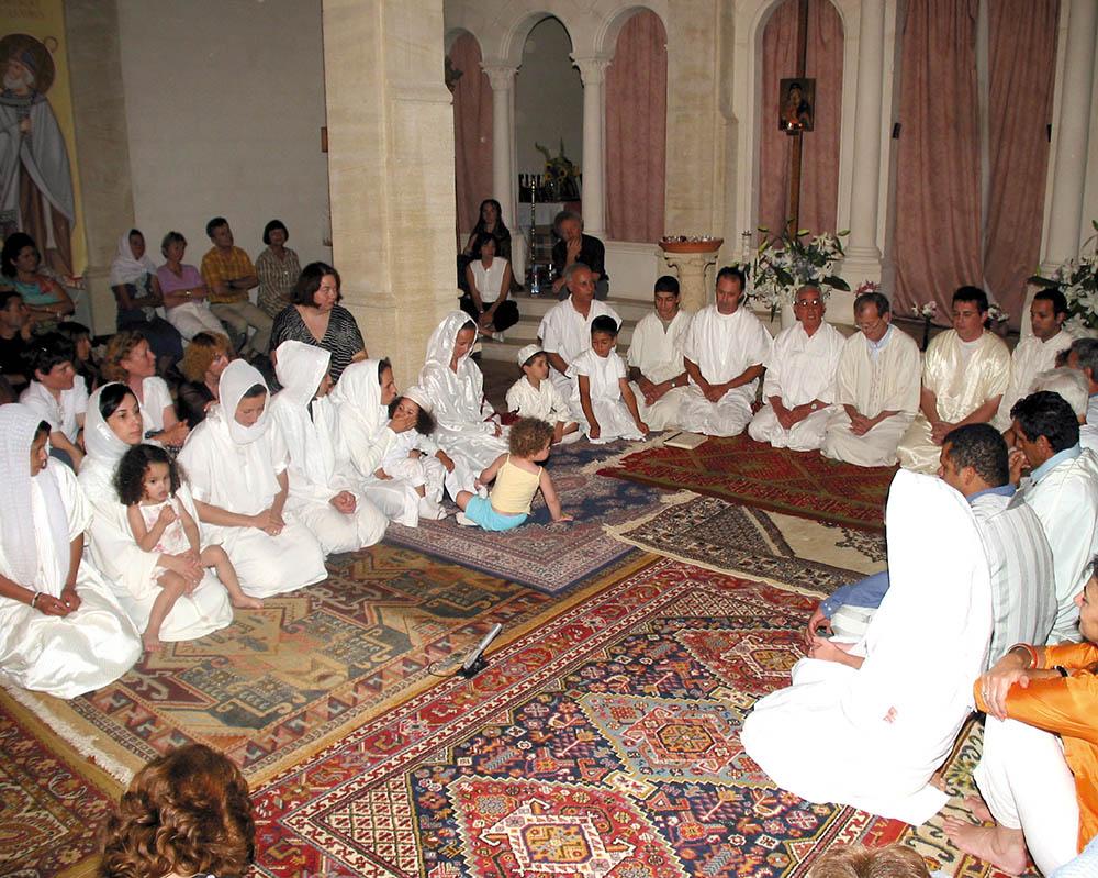 7 - ENRACINEMENT ET OUVERTURE - Prière soufie - Cheikh Bentounès - ( Rencontres Inter Traditions - 2004).
