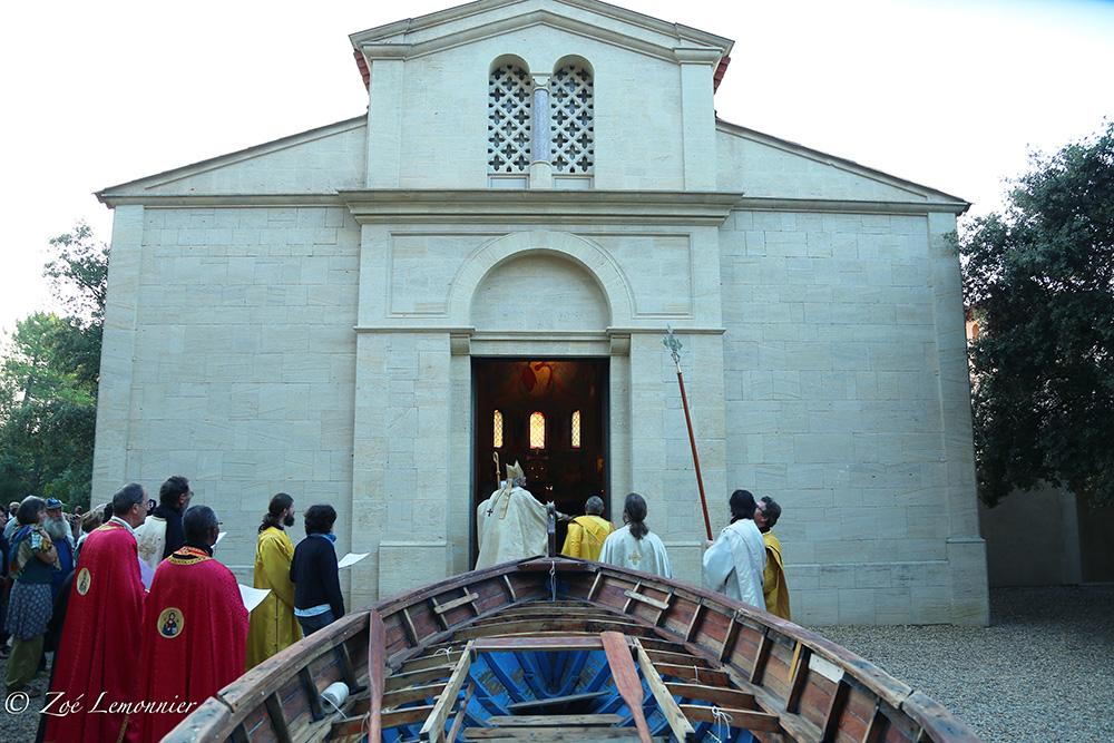 Bénédiction des murs extérieurs - vendredi 29 sept. ( Vue de la barque des Amis de Béthanie)