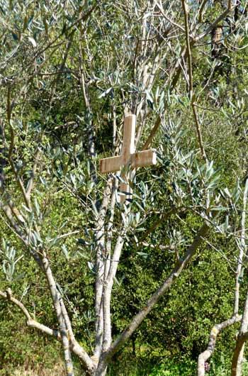 Première croix et station ...