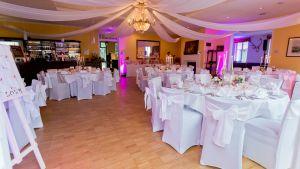 festlicher Saal für die Hochzeit