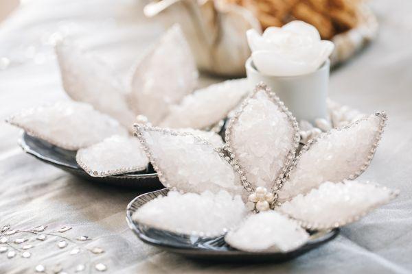 Süßes auf dem traditionellen Tisch der persichen Trauzeremonie Sofreh Aghd