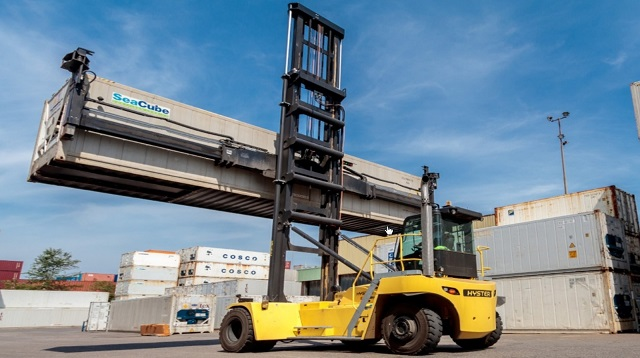 chariot porte-container Hyster manipule conteneur vide