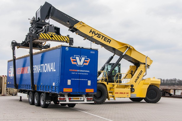 reach staker Hyster intermodal transport