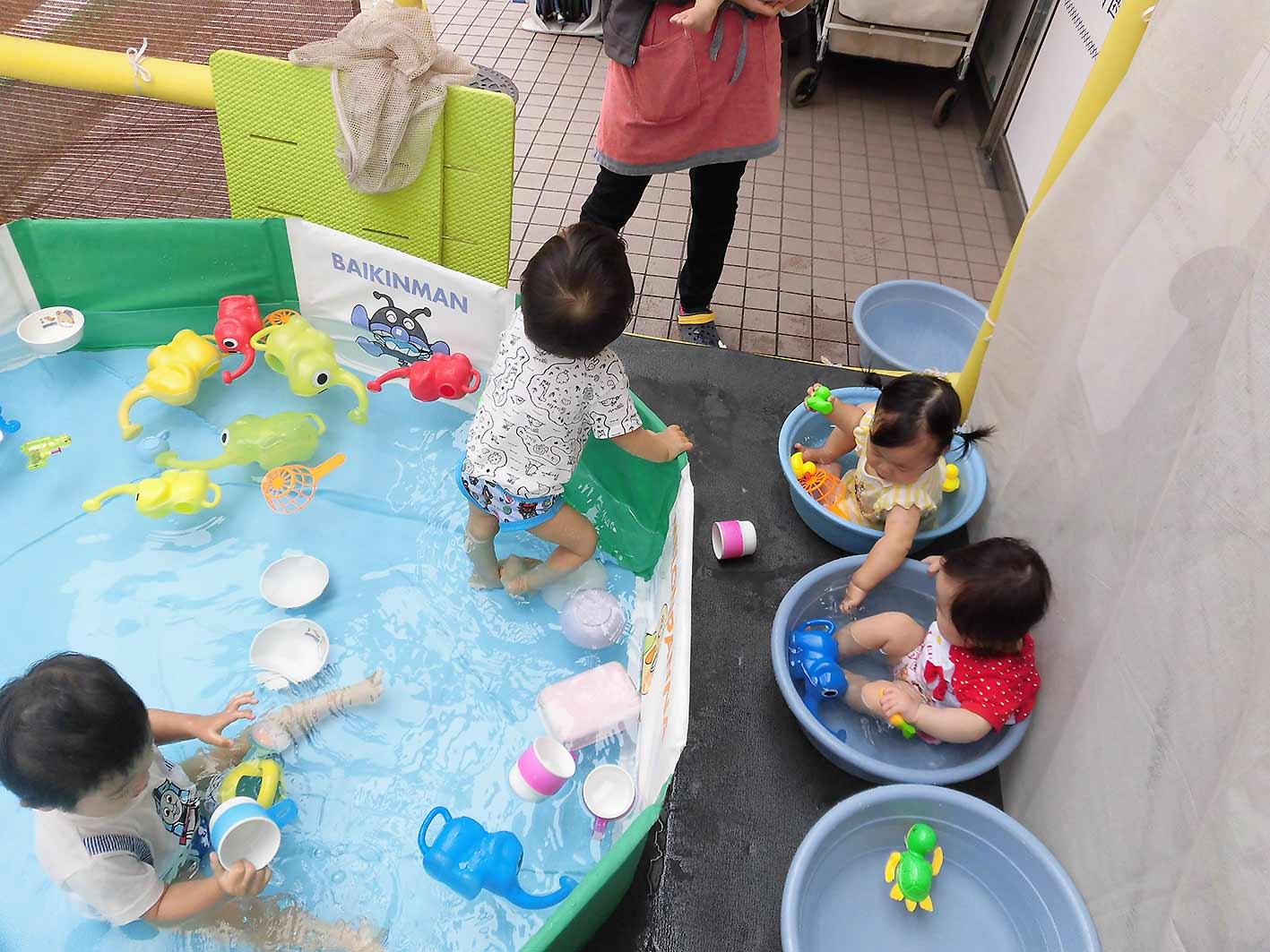 COCO-ro保育園、プール遊びの様子です