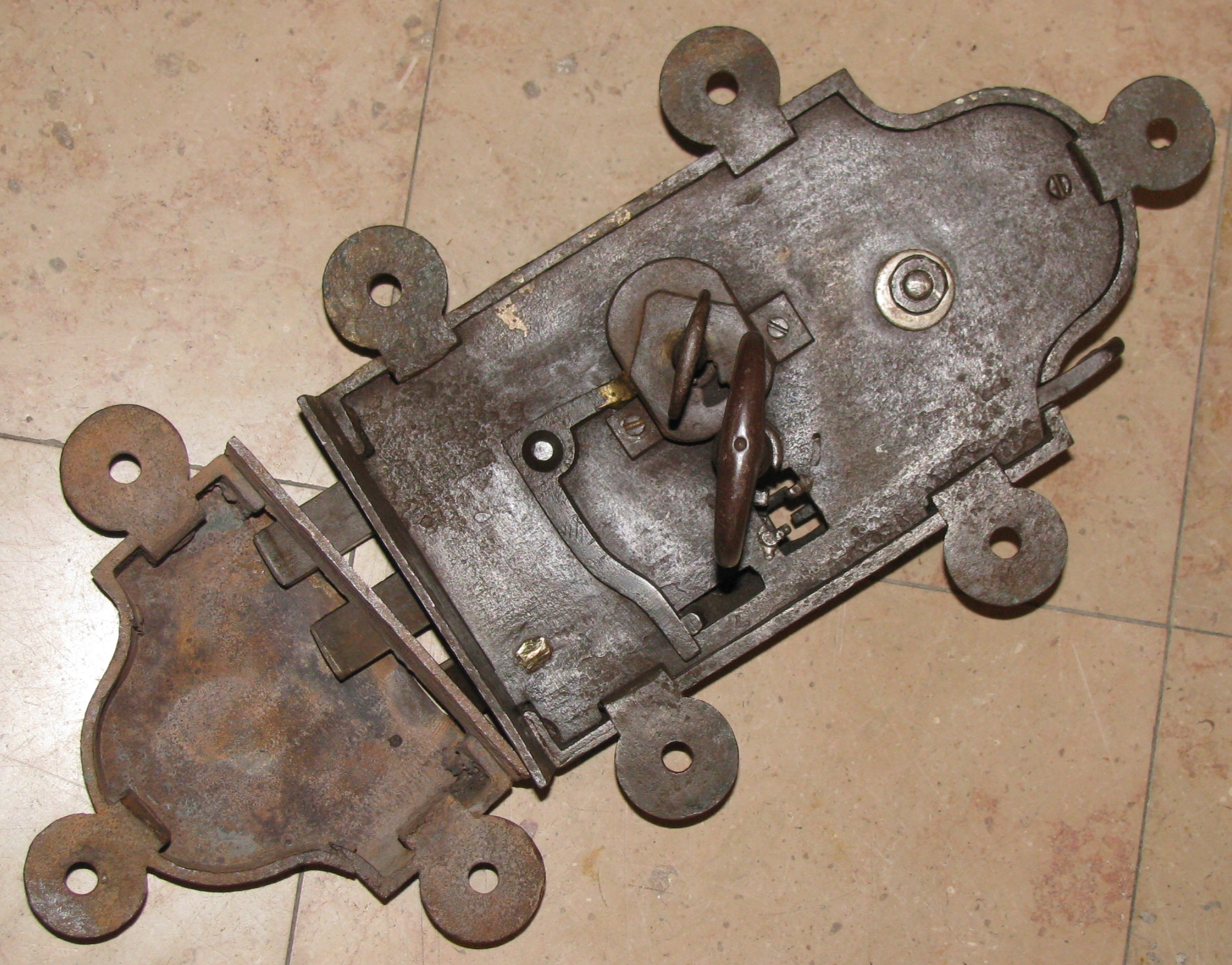 grande serrure de portail ancienne XVIII° siècle