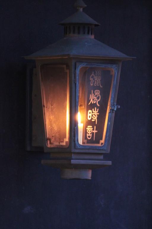 夕方になると蝋燭時計に火がともり、静かにお見送り致します。