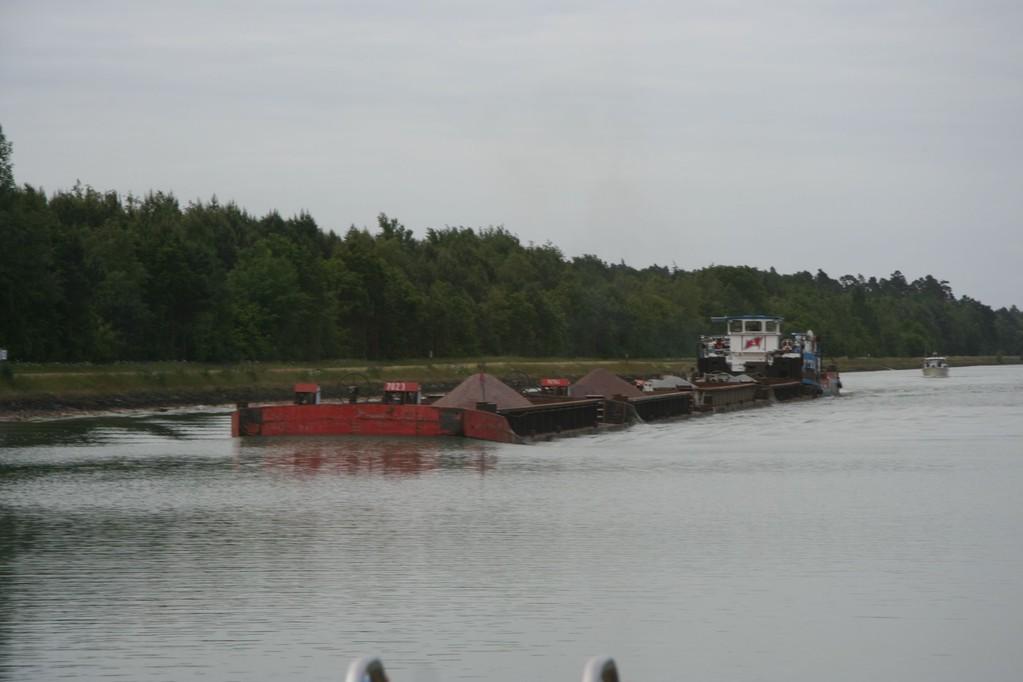 Hiekkaproomu ja vene