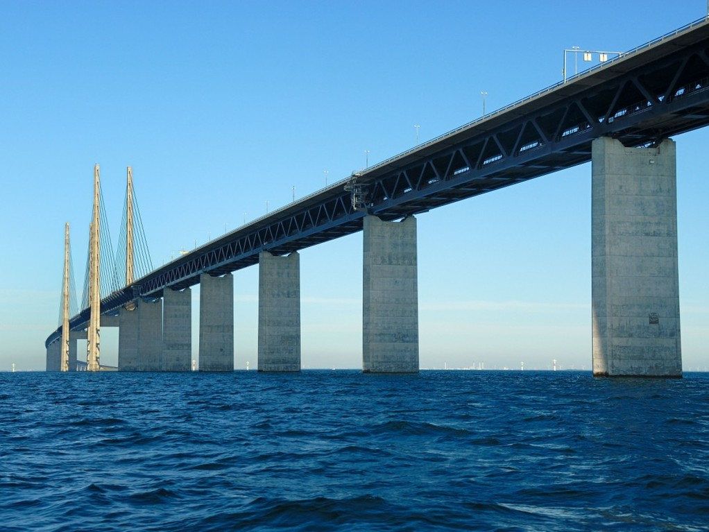 Juutinrauman silta on mahtava näky myös alta katsottuna