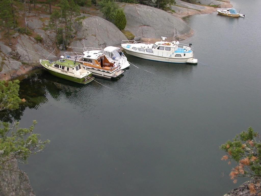Eskaaderi Ostholmenin suojissa Möjan saaristossa